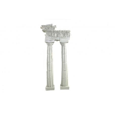 Columnas dóricas con cornisa inclinada